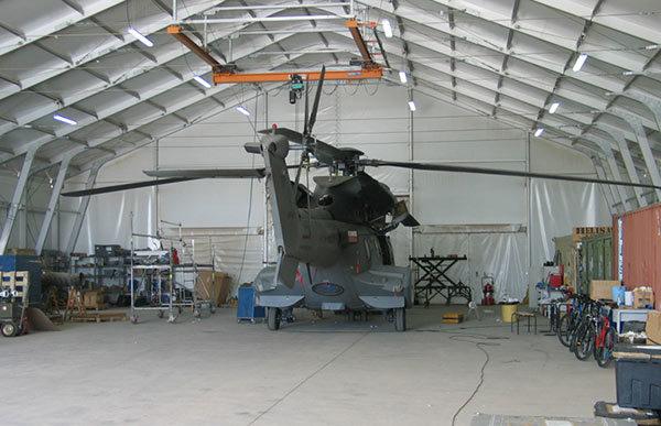 hangar metallico per elicotteri militari